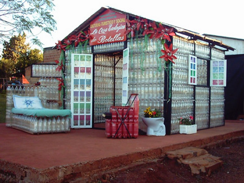 30 lovely ideas to recycle plastic bottles ideas to love for Best ways to save money when building a house